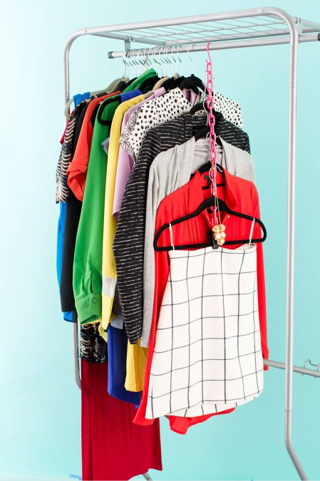 Hanging-clothes-on-chain
