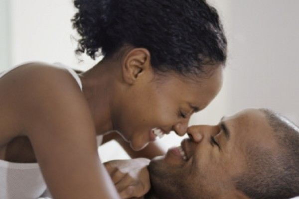 black-couple-in-bed-600x400