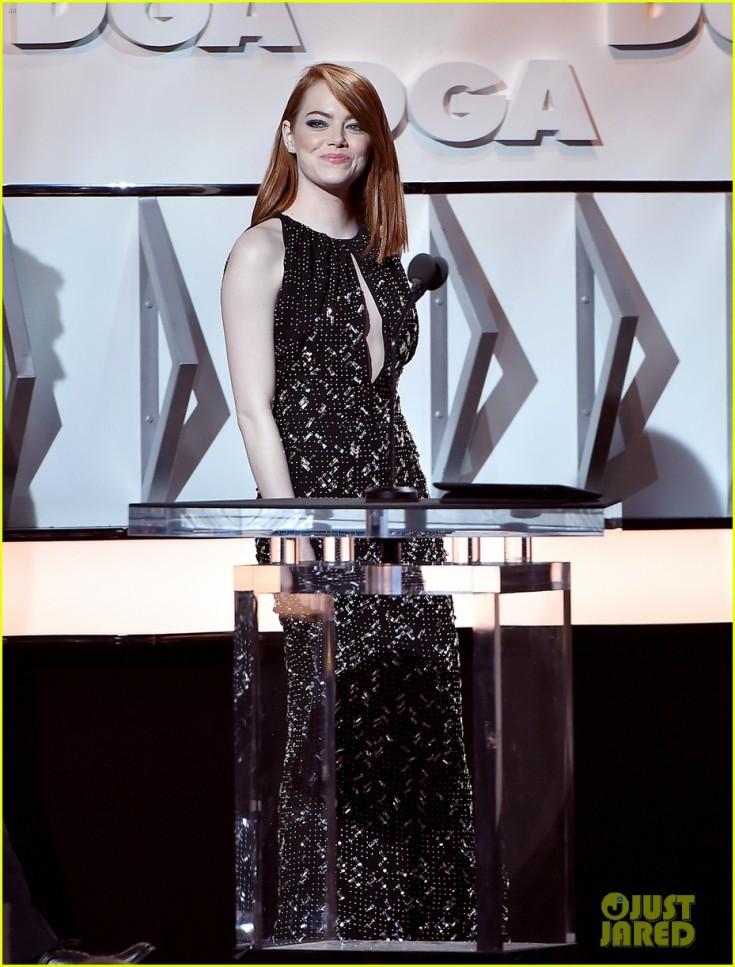 emma-stone-ryan-gosling-present-at-directors-guild-awards-02.jpg